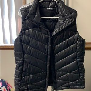 Women's black north face vest